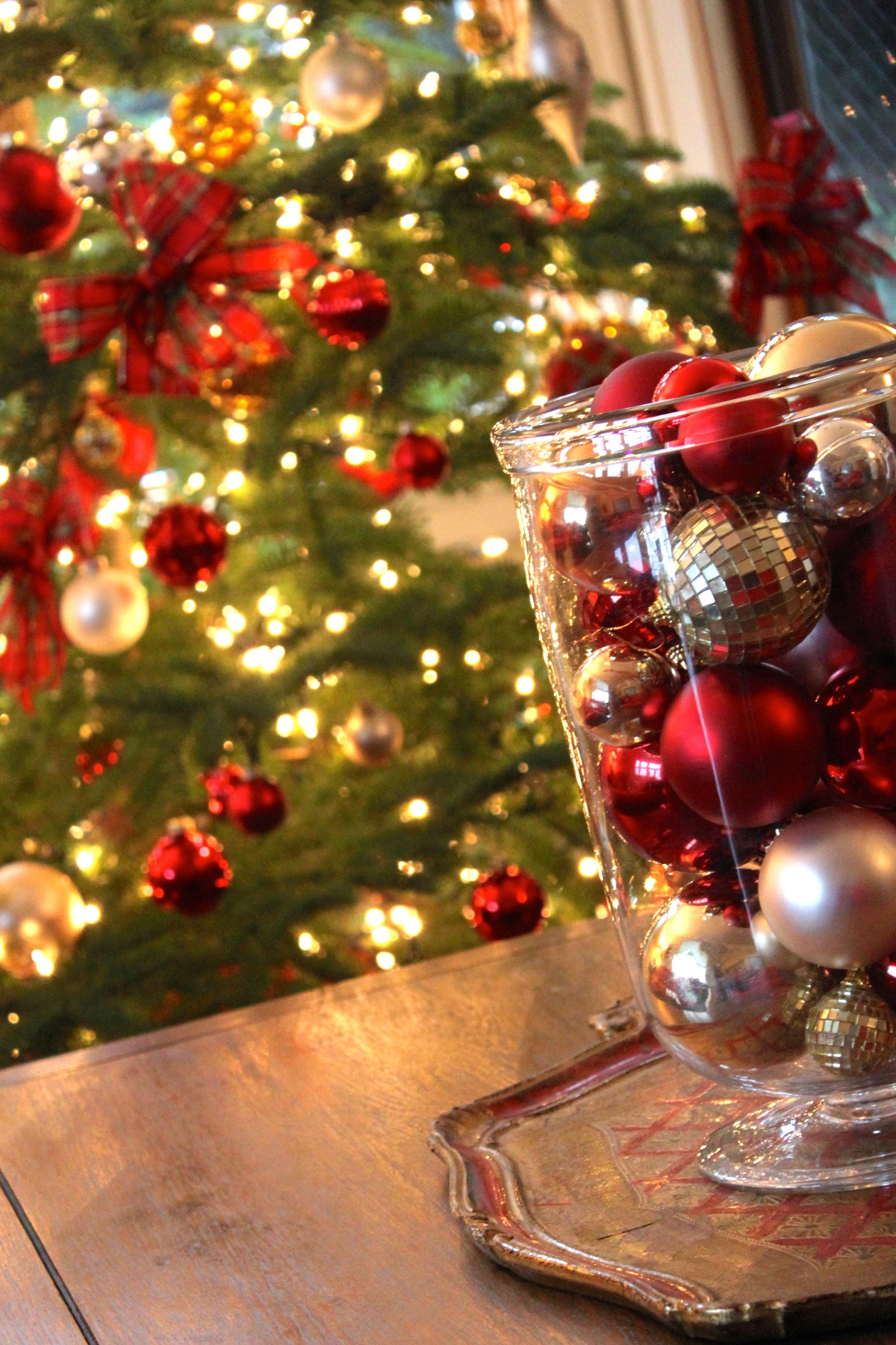 Holiday Decorating Service --Decor